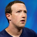"""<p class=""""Normal""""> <strong>Dù mất gần 9 tỷ USD trong khối tài sản ròng so với năm 2018, CEO Facebook vẫn nằm trong Top 10 người giàu năm 2019.</strong></p> <p class=""""Normal""""> Trong bảng xếp hạng những người giàu nhất năm 2019 công bố hồi tháng 3 năm ngoái của <em>Forbes</em>, Mark Zuckerberg tụt 3 bậc so với năm 2018, xuống vị trí số 8. Tuy nhiên, theo bảng xếp hạng thực tính đến ngày 29/1/2020, CEO Facebook là người giàu thứ 5 thế giới. (Ảnh: <em>Reuters</em>)</p>"""