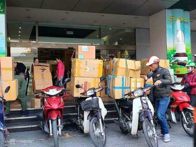 khau-trang-chay-hang-loan-gia-4165-7681-