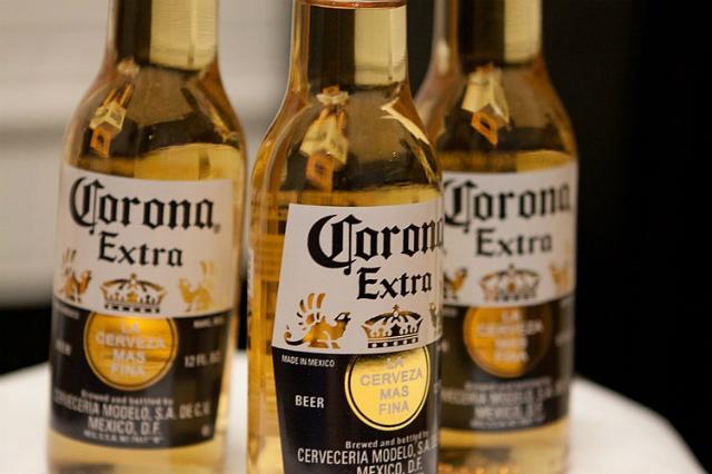 Hãng bia bị réo tên vì trùng với virus corona