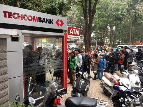 Miễn phí dịch vụ, ngân hàng tìm cứu cánh để tăng thu nhập