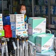 Yêu cầu kiểm soát chặt giá khẩu trang, nước sát trùng, găng tay y tế trước dịch virus corona