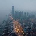 """<p> Hình ảnh trên không của """"thành phố ma"""" lạnh lẽo vào ngày 27/1. Trước lệnh phong tỏa của chính quyền Trung Quốc, hơn 5 triệu người đã kịp rời thành phố. Dù còn hơn 9 triệu cư dân nhưng bộ mặt Vũ Hán hoàn toàn đổi khác. Ảnh: <em>Getty</em>.</p>"""