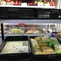 <p> Tại chuỗi các cửa hàng tiện dụng, mặt hàng rau xanh cũng nhanh chóng hết hàng.</p>