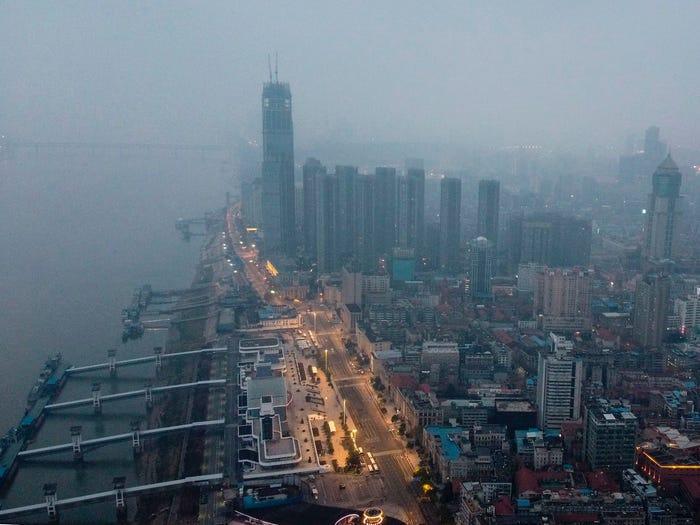 Hình ảnh Vũ Hán trước và sau khi trở thành 'thành phố ma'