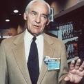 <p> Sam Walton (ảnh) mở cửa hàng Walmart đầu tiên ở bang Arkansas, Mỹ vào năm 1962. Ông kết hôn với Helen Robson vào năm 1942 và cùng nhau họ có 4 người con: Rob, John, Jim và Alice. Ảnh: <em>AP.</em></p>