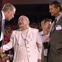 <p> John Walton (phải) là người con lớn thứ 2 trong gia đình, đã qua đời trong một vụ tai nạn máy bay trong năm 2005. Ông để lại 17% tài sản của mình cho người vợ, Christy Walton, và phần còn lại cho con trai và quỹ từ thiện. Ảnh: <em>AP.</em></p>