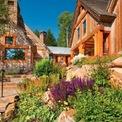 <p> Ông cùng vợ sở hữu một căn biệt thự ở thành phố Jackson, bang Wyoming cùng một trang trại trị giá 40 triệu USD. Ảnh: <em>Realtor.</em></p>