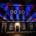 """<p> Tại căn nhà số 10 Downing Street, Vương quốc Anh, đồng hồ đếm ngược đến thời khắc chuyển giao giữa ngày 31/1 và ngày 1/2, thời điểm Anh chính thức rời Liên minh châu Âu sau 47 năm là thành viên. """"Đối với nhiều người, đây là một khoảnh khắc hy vọng đáng kinh ngạc, khoảnh khắc mà họ từng nghĩ sẽ không bao giờ đến"""", Thủ tướng Boris Johnson, người dẫn đầu chiến dịch Brexit, nói trong bài phát biểu tại London ngày 31/1. Hàng nghìn người ủng hộ Brexit tập trung bên ngoài quốc hội Anh vẫy cờ, hò reo và hát mừng kế hoạch Brexit thành công. Ảnh: <em>Reuters</em>.</p>"""