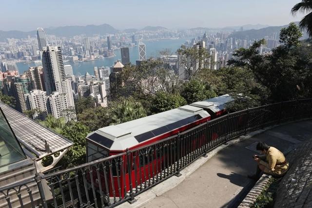 Virus corona 'xát muối vào vết thương' du lịch của Hong Kong