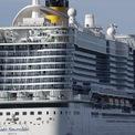 <p> Du thuyền Costa Smeralda chở 7.000 khách bị phong tỏa tại cảng Civitavecchia, gần Rome, vào ngày 30/1 do các bác sĩ phát hiện một cặp vợ chồng Trung Quốc nghi nhiễm virus gây dịch viêm phổi có mặt ở trên tàu. Trong cập nhật của Ủy ban Y tế tỉnh Hồ Bắc, tính đến hết ngày 31/1 có thêm 46 ca tử vong và thêm 1.347 ca dương tính với virus corona tại tỉnh này. Như vậy, tổng số ca tử vong và dương tính với virus corona tại Trung Quốc lần lượt là 259 và 11.791. Theo đó, ngày 30/1, Tổ chức Y tế Thế giới tuyên bố cảnh báo toàn cầu đối với dịch bệnh này. Ảnh: <em>AP</em>.</p>