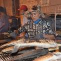 <p> Từ đêm ngày 2/2 rạng sáng ngày 3/2, nhiều người đã phải luôn chân luôn tay nướng cá để phục vụ khách hàng. Ước tính mỗi ngày này, hàng nghìn con cá lóc được nướng và cung cấp cho người dân.</p>