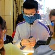 Người TP HCM đeo khẩu trang kín bưng đi mua vàng cầu may thời virus corona