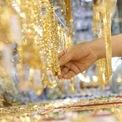 <p> Tại hệ thốngDOJI, Sài Gòn - SJC, Bảo Tín Minh Châu sáng nay, giá vànggiảm khoảng 300.000 - 400.000 đồng/lượng so với chiều 2/2.</p>