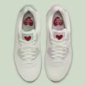 """<p> <strong>3. Nike Air Max 90</strong><br /> Không kém cạnh đối thủ trên đường đua giày thiết kế cho Valentine, Nike phủ diện mạo trái tim cho<span style=""""color:rgb(0,0,0);"""">Air Max 90.</span></p> <p> <span style=""""color:rgb(0,0,0);"""">Air Max 90 l</span><span style=""""color:rgb(0,0,0);"""">ấy gam màu trắng cùng tông màu nhẹ nhàng làm chủ đạo thiết kế cùng họa tiết trái tim đỏ rực.</span></p> <p> <span style=""""color:rgb(0,0,0);"""">Họa tiết của Nike mang nét tương đồng với thần tình yêu Cupid với</span><span style=""""color:rgb(0,0,0);"""">lưỡi gà hình logo Nike đâm xuyên qua trái tim đỏ.</span></p>"""
