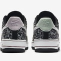 """<p> <span style=""""color:rgb(0,0,0);"""">Nike Air Force 1 sử dụng gam màu pastel: màu hồng và xanh bạc hà mô phỏng tình yêu như những viên kẹo ngọt. 2 màu khác nhau trên mỗi chiếc giày tạo nên một đôi giày giống với cách tình yêu nảy nở từ 2 tâm hồn xa lạ.</span></p>"""