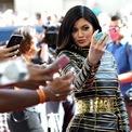 <p> Với số tiền 170 triệu USD, Kylie Jenner là người kiếm nhiều tiền thứ 2 trong làng giải trí thế giới trong năm 2019. Bên cạnh việc kinh doanh, cô còn có nguồn thu nhập dồi dào nhờ vào các hợp đồng quảng cáo. Ảnh: <em>Getty.</em></p>