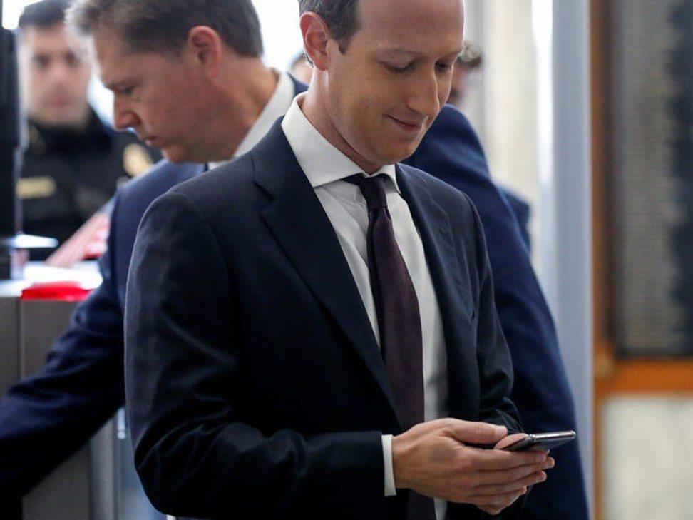 Một ngày của Mark Zuckerberg: 8h ngủ dậy 'check' Facebook, chạy bộ, ăn gì cũng được để không mất thời gian