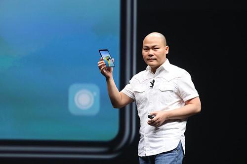 CEO Bkav Nguyễn Tử Quảng trong lễ ra mắt Bphone 3 năm 2018.