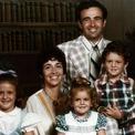 <p> Sheryl Sandberg sinh ngày 28/8/1969, tại Washington, D.C. Bà có một em trai tên David và một em gái tên Michelle. Gia đình bà chuyển đến North Miami Beach khi Sandberg 2 tuổi. Cha của bà là một bác sĩ nhãn khoa còn mẹ của bà dạy tiếng Pháp tại một trường đại học. Ảnh: <em>Facebook</em></p>