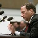 <p> Khi Larry Summers tham gia chính quyền của Tổng thống Bill Clinton, Sandberg đến D.C. để làm việc cho ông. Sandberg trở thành người quản lý nhân sự cho Summers khi ông được bổ nhiệm làm Bộ trưởng Tài chính năm 1999. Ảnh: <em>Reuters.</em></p>
