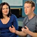 <p> Năm 2007, Mark Zuckerberg - CEO 23 tuổi của Facebook - gặp Sandberg tại một bữa tiệc giáng sinh. Sau đó, Zuckerberg tìm cách mời bà về làm việc tại mạng xã hội này. Sau 6 tuần thường xuyên ăn tối và trao đổi cùng đồng sáng lập Facebook, Sandberg đồng ý trở thành COO (giám đốc vận hành) của công ty. Ảnh: <em>PBS.</em></p>