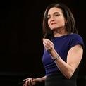 """<p class=""""Normal""""> <span>Sandberg hiện sở hữu tài sản 1,6 tỷ USD và là một trong những nữ doanh nhân quyền lực nhất Thung lũng Silicon. Bà cũng là tác giả</span><span>cuốn """"Dấn Thân"""" (Lean In) - cuốn sách ghi lại nhiều kinh nghiệm làm việc của chính bản thân bà và đưa ra lời khuyên cho những phụ nữ muốn thăng tiến.</span></p> <p class=""""Normal""""> Mới đây, Sandberg tiết lộ đã đính hôn với Tom Bernthal, người sáng lập và CEO của một công ty tư vấn ở Los Angeles. Ảnh: <em>Getty Images.</em></p>"""