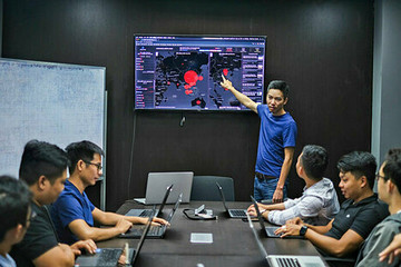 Người Việt làm web về virus corona trong 12 tiếng