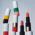 <p> Bộ sản phẩm RougeHermès ra đời sau hơn 5 năm nghiên cứu miệt mài của Angnès de Villiers, CEO ngành hàng nước hoa và mỹ phẩm của hãng.</p> <p> Sản phẩm dưới trướng của thương hiệu thời trang xa xỉ nên ngoại hình của RougeHermès được chăm chút về mặt thiết kế. Chế tác bằng tay từ các vật liệu cao cấp gồm có: sơn mài, kim loại đánh bóng hoặc phủ màu, mạ vàng khiến mỗi thỏi son mang vẹn nguyên giá trị di sản của thương hiệu 183 năm.</p> <p> </p>