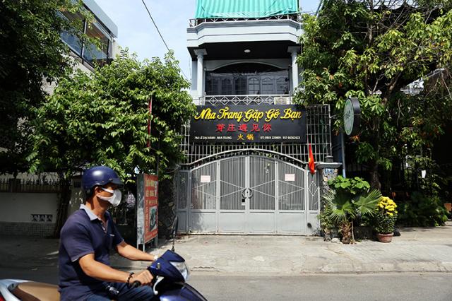 Cửa hàng chuyên phục vụ khách Trung Quốc ở Nha Trang đóng cửa. Ảnh: Xuân Ngọc