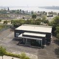 <p> Trụ sở Công ty TNHH Phát triển Quốc tế Thế kỷ 21 cũng trở nên đìu hiu, nằm trơ trọi bên trong dự án bị bất động nhiều năm qua.</p>
