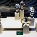 <p> <strong>5. Rolex: #78</strong></p> <p> Sức hút của thương hiệu đồng hồ cao cấp Thuỵ Sỹ chưa bao giờ giảm sút, Rolex xếp hạng thứ 78 với trị giá 9,1 tỷ USD.</p> <p> Tại thị trường thứ cấp về đồng hồ, các sản phẩm Rolex luôn cháy hàng và có định giá cao so với giá niêm yết của hãng. Năm 2019, trên trang mua sắm e-Bay, Rolex là thương hiệu đồng hồ xa xỉ bán chạy nhất. (Ảnh: <em>John Greim/Getty Images</em>)</p> <p> </p>