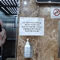 <p> Thông báo dán khắp nơi tại thang máy các toà nhà.</p>