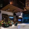 <p> Không gian 2 phòng ngủ được thiết kế lửng bên trên phòng khách như thế này.</p>