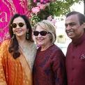 <p> Tỷ phú này có quan hệ với nhiều người nổi tiếng và quyền lực trên thế giới như cựu Ngoại trưởng Mỹ Hillary Clinton và CEO Google Sundar Pichai. Bà Clinton và ông Pichai từng tham dự lễ cưới các con của Ambani. (Ảnh: <em>Reuters</em>)</p>