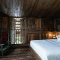 <p> Phòng ngủ có hệ thống cửa sổ, cửa chính thông thoáng với không gian bên ngoài ngập tràn cây xanh.</p>