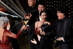 Khoảng cách doanh thu giữa phim 'Oscar' và phim 'bom tấn'
