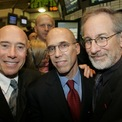 <p> Năm 1994, ông đồng sáng lập xưởng sản xuất phim DreamWorks với Jeffrey Katzenberg và David Geffen. Đến năm 2016, Spielberg hưởng một khoản tiền lớn khi NBCUniversal mua lại DreamWorks Animation với giá 3,8 tỷ USD. Ảnh: <em>Reuters.</em></p>