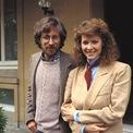 <p> Người vợ hiện nay của tỷ phú ngành điện ảnh này là nữ diễn viên Kate Capshaw. Hai người gặp nhau lần đầu vào năm 1984 ở phim trường của bộ phim Indiana Jones và kết hôn vào năm 1991. Ảnh: <em>Getty.</em></p>