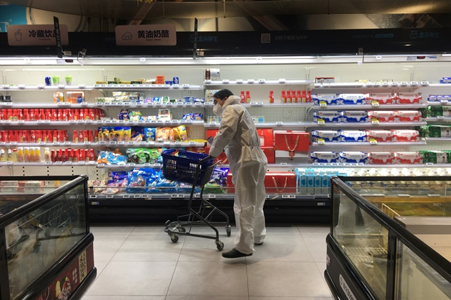 A customer pushes a cart while shopping inside a supermarket of Alibaba's Hema Fresh chain, following an outbreak of the novel coronavirus in Wuhan, Hubei province, China February 11, 2020. REUTERS/Stringer