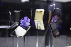 Trên tay smartphone màn hình gập mới của Samsung, giá từ 1.380 USD