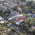 <p> Ngôi nhà nổi bật trong không gian chung của vùng quê Quảng Ngãi.</p>