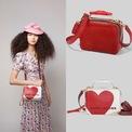 <p> Những chiếc túi Box Bag được in hình trái tim thể hiện tinh thần lãng mạn của mùa Valentine.</p>