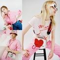 <p> Tông màu đỏ sắc thắm như hoa hồng là màu sắc chủ đạo của BST Valentine từ Marc Jacobs.</p>