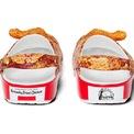 <p> Cuối đế dép là hình ảnh và dòng chữ nổi bật của KFC.</p> <p> Sản phẩm hợp tác giữa KFC và Crocs sẽ ra mắt vào quý I năm nay với giá bán 60 USD.</p>