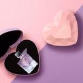 """<p class=""""Normal""""> Đặc biệt, thiết kế nước hoa La Vie Est Belle khoác lên mình trái tim được cắt gọt như kim cương.</p> <p class=""""Normal""""> </p>"""