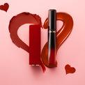 """<p> <strong>Lancôme</strong></p> <p> Lancôme, nhãn hiệu nước hoa và mỹ phẩm cao cấp của Pháp gửi đến Valentine những món quà riêng ý nghĩa.</p> <p class=""""Normal""""> Lancôme ra mắt son Valentine's Day L'absolu Rouge Drama Matte với thiết kế vỏ nhung, chất son mịn và lên màu sống động. Sản phẩm gồm có s<span>et son Love Me True tông cam cháy, s</span><span>on lì L'absolu Drama Matte và son</span><span>kem lâu trôi L'Absolu Lacquer.</span></p> <p class=""""Normal""""> </p>"""