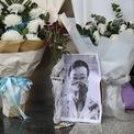 <p> Bức ảnh bác sĩ Lý Văn Lượng được đặt ở lối vào của Bệnh viện Trung tâm Vũ Hán, tỉnh Hồ Bắc, vào ngày 7/2. Bác sĩ Lý, 34 tuổi, là một trong 8 bác sĩ đầu tiên cảnh báo về bệnh viêm phổi do virus Covid-19 gây ra ở Vũ Hán. Ngày 30/1, bác sĩ Lý có kết quả dương tính với Covid-19 và qua đời vào ngày 6/2. Ảnh: <em>Reuters</em>.</p>