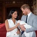 <p> <strong>Chi phí sinh em bé.</strong> Khi sinh bé Archie, vợ chồng Hoàng tử Harry chi hàng trăm nghìn bảng Anh. Các khoản chi bao gồm 200.000 USD cho lễ rửa tội, 11.000 USD cho dịch vụ châm cứu và nghiên cứu, 43.000 USD cho kỳ nghỉ sau khi sinh. Ngoài ra, chưa thể tính được các khoản tiền như chi phí bảo mẫu, giáo dục, thực phẩm và trang phục cho em bé. Hoàng tử Harry từng cho biết muốn có hai con.</p>