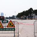 <p> Tại một số khu vực đang thi công, biển cảnh báo vào rào chắn được đặt cẩn thận.</p>