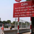<p> Lối vào đường Lê Quang Đạo được gắn biển cấm xe trọng tải lớn.</p>
